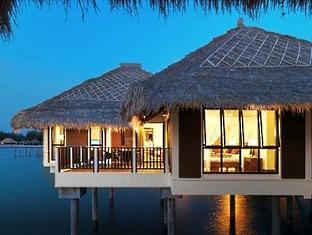 Golden palm tree sea villas and spa hotel kuala lumpur for Palm tree villas 1